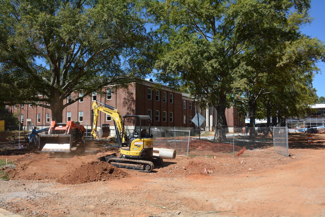 The construction site in front of Morton Hall.